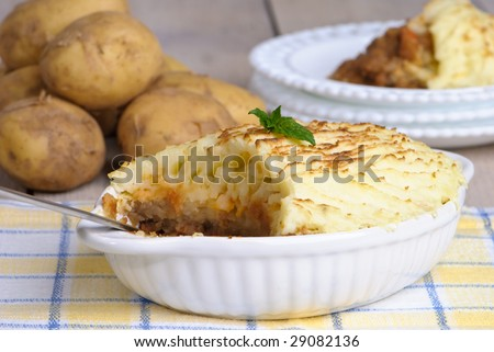 Table set with shepherds pie with rustic theme