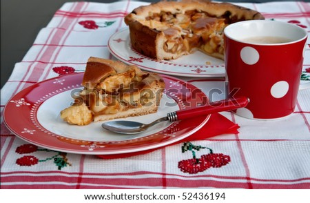 table with apple cake