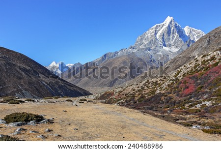 Taboche peak (6367 m). View from the valley Chhukhung - Nepal, Himalayas - stock photo