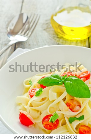 Tagliatelle pasta with cherry tomato and basil