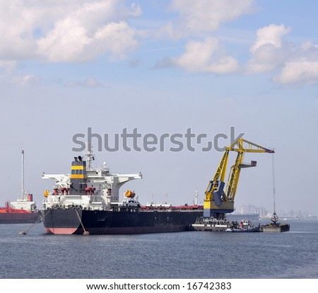 Tanker with Floating crane