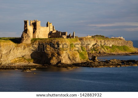 Tantallon Castle in East Lothian, Scotland is a semi-ruined cliff-top fortress dating to the mid-14th century and with historic connections to the Douglas Dynasty, Mary Queen of Scots and Cromwell. - stock photo