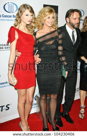 "Taylor Swift, Faith Hill and Tim McGraw at the EIF's Women's Cancer Research Fund's ""An Unforgettable Evening"" Benefit, Beverly Wilshire Four Seasons Hotel, Beverly Hills, CA. 01-27-10 - stock photo"
