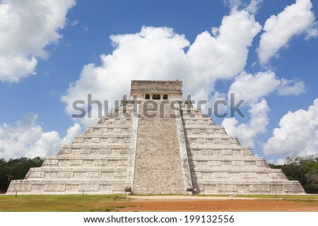 Temple of Chichen Itza, mayan pyramid in Yucatan, Mexico - stock photo