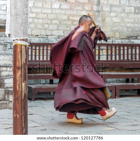 TENGBOCHE, NEPAL - OCTOBER 29: The monk performs dance of his own monastery. Festival of Tengboche Monastery Practice and Masked Mani Rimdu Dances to the Khumbu region on October 29, 2012 in Tengboche, Nepal - stock photo