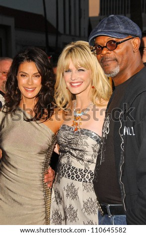 """Teri Hatcher with Kathryn Morris and Samuel L Jackson at the Los Angeles Premiere of """"Resurrecting The Champ"""". Samuel Goldwyn Theater, Beverly Hills, CA. 08-22-07 - stock photo"""