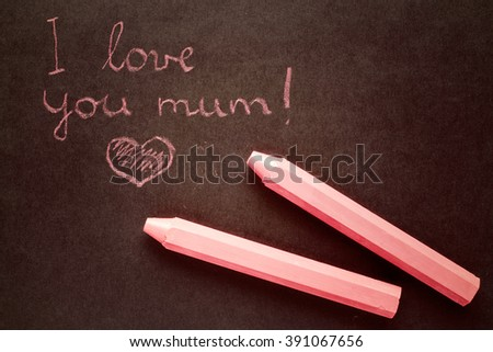 Text i love you mum written with chalk in old board