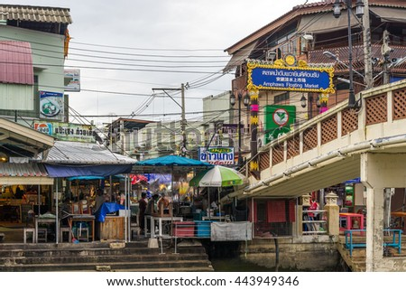 Thailand, Samutsongkhram - June 26: Amphawa Floating Market on June 26,2016. Local river market at Maeklong ,Samutsongkhram, Thailand.