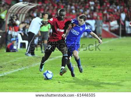 THAILAND- SEPTEMBER 21 : K.Mohamed (L) fight Ball with M.Almawas (R) in AFC CUP between Muang Thong utd.(THA) vs AL Karamah (SYR) on September 21, 2010 in Thunderdome Stadium Nonthaburi Thailand