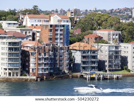 The boat passing by Kirribilli residential district in Sydney (New South Wales).