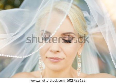 The bride with a bunch of closeup