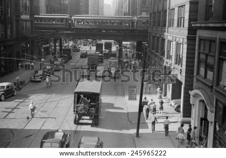 The Chicago Elevated Railroad at Franklin Street. July 1941.