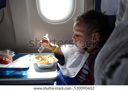 The child has lunch on the flight