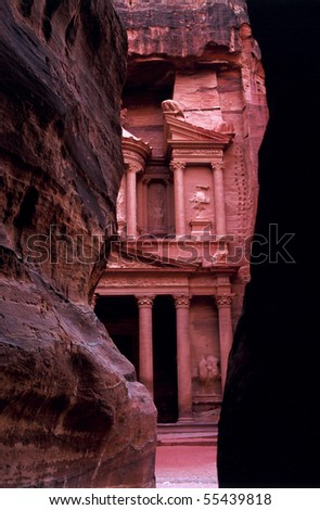 The famous treasury of Petra, Jordan