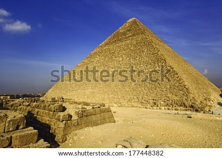 The Great Pyramid of Giza, built for the Fourth dynasty Egyptian pharaoh, Khufu or Cheops, Cairo, Egypt. - stock photo