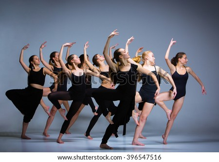 Group Of Ballet Dancers 63