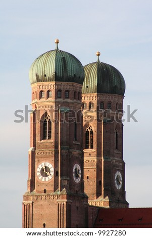 "The huge twin towers of the gothic cathedral ""Frauenkirche"" are Munich's most famous landmark."