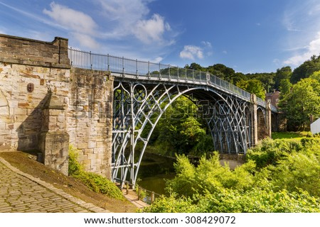 The Iron Bridge over the River Severn, Ironbridge Gorge, Shropshire, England, UK. Designed by  Thomas Farnolls Pritchard and built in 1779 - 1781 by Abraham Darby III - stock photo