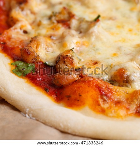 the Italian pizza with cheese and chiken