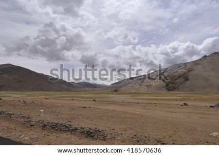 the Leh to Manali highway, a high altitude pass over the great Himalayan range, Ladakh, India