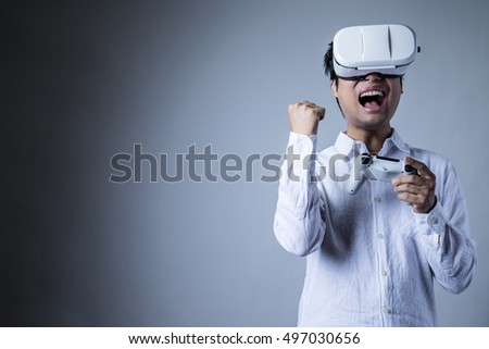 The man is wearing a head mounted display, games, excitement, guts, guts pose