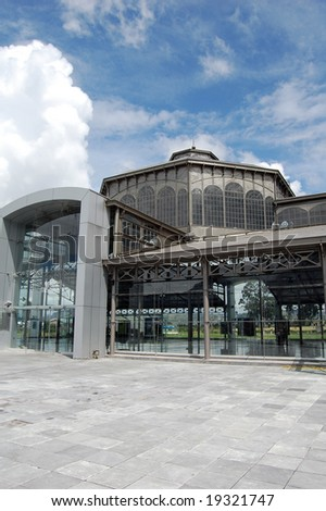The old Santa Clara market built in Hamburg, Germany, and brought to Ecuador in pieces. Rebuilt in all its glass-and-metal glory on top of a hill east of Old Town is now a museum and cultural center.
