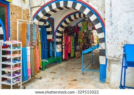 The old town is the best place for make some shopping, the re are many traditional goods and local souvenirs here in Hammamet, Tunisia.