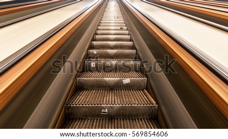 The oldest escalators of the Netherlands. They transport their passengers up and out of the pedestrians tunnel that goes under the river.