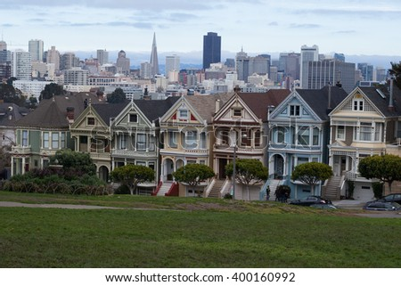The painted ladies of San Francisco. Samples of Victorian architecture/Victorian architecture/Alamo square San Francisco, California