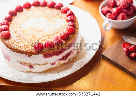 The preparation of strawberry cake