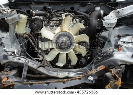 The radiator fan and free pump used for engine cooling  at damaged of accident.