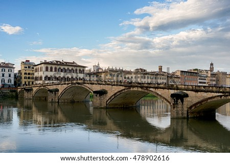 The renaissanse stone arch bridge over the Arno river in Florence, Italy