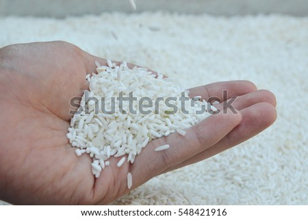 The rice falling to hand. Rice in hand