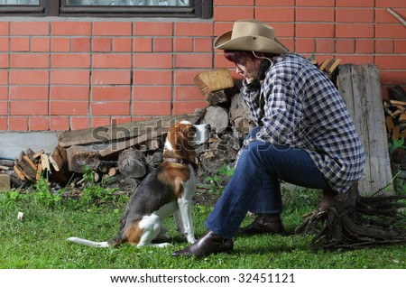 The rural woman with beagle puppy