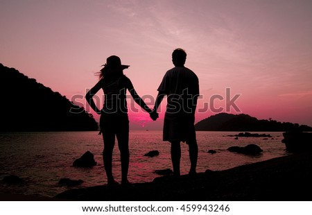 the silhoutte of couple at jetty during sunset