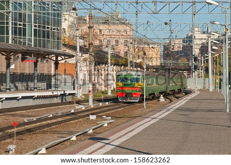 The train arrives at the railway station in Moscow