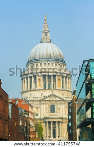 the vertical view of St Paul cathedral