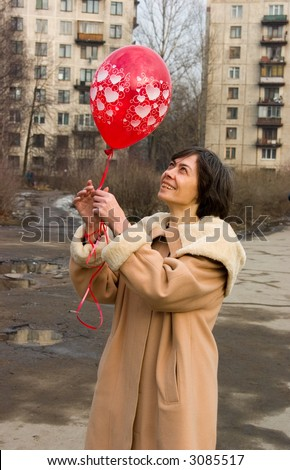 The woman with a red air-balloon