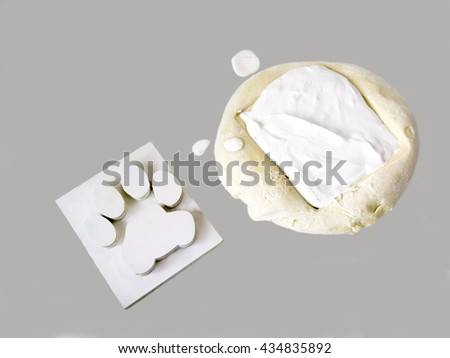 Then prepare the pastry dough and forming a template