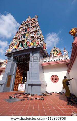 This image shows the Sri Mariamman Hindu Temple, Chinatown - Singapore
