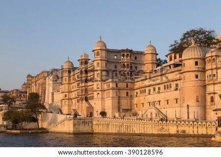This photo was shot from Udaipur city in the evening time. Udaipur city palace was built over a period of nearly 400 years being contributed by several kings of the dynasty.