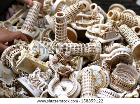 thousands of souvenirs and figures of Italy including the Colosseum, the leaning tower of pisa, piazza san pietro on sale