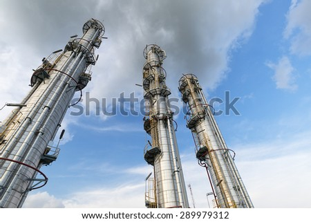 Three distillation towers point to sky : Oil and Gas Refinery