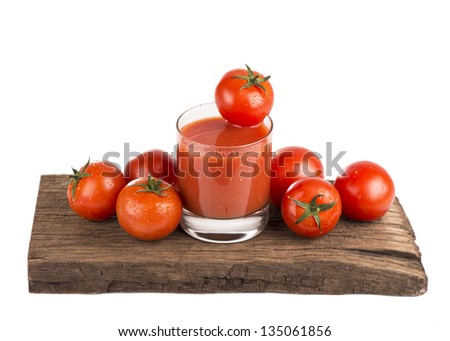 Tomato juice with fresh tomatoes