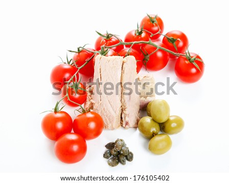 Tomatoes, tuna, olives and capers