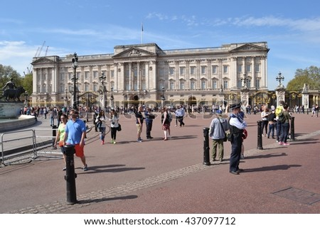 Tourists and police officer outside Buckingham Palace in London May 2016 Buckingham Palace London United Kingdom Tourists and police officer outside Buckingham Palace - stock photo