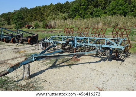 Trailer Hitch for tractors and combines. Trailers for agricultural machinery.