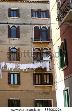 travel to Italy - dwelling house in Cannaregio sestieri (district) in Venice city