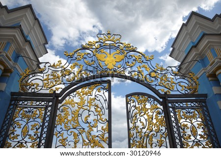 Tsarskoselsky liceum in city Pushkin, St.-Petersburg. A gate in park