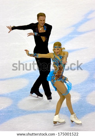 TURIN, ITALY-FEBRUARY 20, 2006: Tatiana Navka and Roman Kostomarov competing during the Couple Figure Ice Skating during the Winter Olympic Games of Turin 2006.